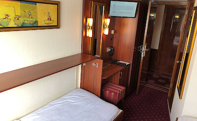 Poseidon - Twin bed cabin with TV