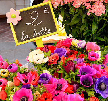 Fresh flowers for sale in France! Photo via Flickr:kewl