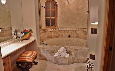 Casa Corona Lower Master Ensuite Bat Oom Tub And Shower