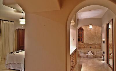Casa Corona Lower Master Ensuite Stylish Bat Oom Walk In Closet And Make Up Sitting Area