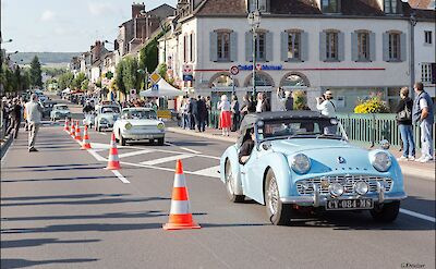 Classic car show in Joigny, France. Flickr:GKSens-Yonne