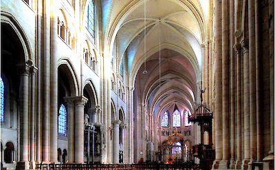 Cathédrale de Sens (Yonne), France. Flickr: Bernd Sontheimer