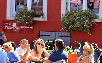 Cafe in Bruges, Belgium. Flickr:Pep Photo