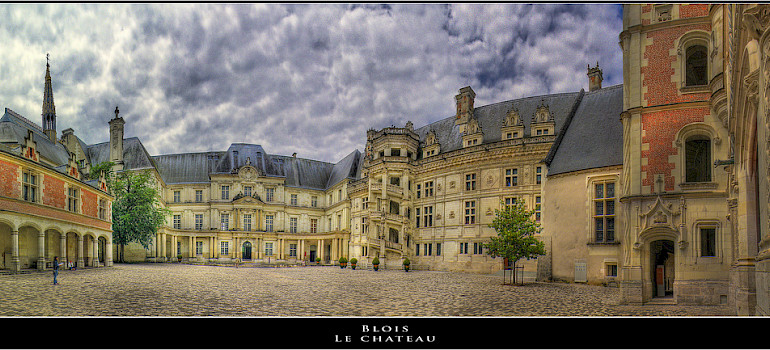 Chateau de Blois, Blois, Loire Valley, France. Photo via Flickr:@lain G