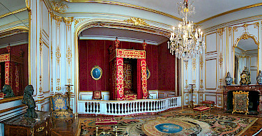 Ceremonial Bedroom of Louis XIV at Chateau Chambord. Photo via Wikimedia Commons:Tango7174