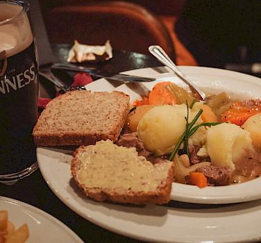 Traditional Irish stew, soda bread & Guinness! Flickr:daspunkt