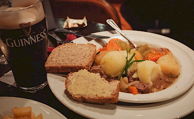 Traditional Irish stew, soda bread & Guinness! Flickr:daspunkt