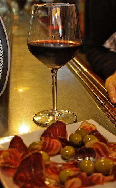 Tapas & wine in Spain! Flickr:Bruno Sanchez-Andrade Nuno