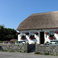 Lunch break on the Aran Islands, Ireland. Photo via Flickr:Seba Sofariu