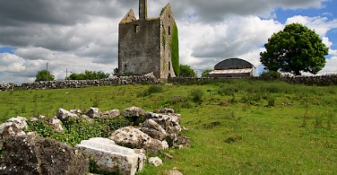 Castle ruins in County Galway. Photo via Creative Commons:Mike Searle
