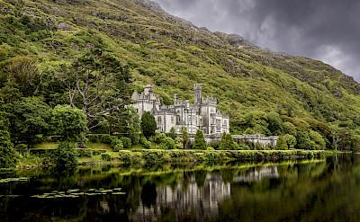 Kylemore Abbey in Connemara, County Galway, Ireland. Flickr:Vincent Moschetti
