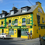 Yellow Irish Pub in Connemara, Ireland. Photo by Flickr:francois