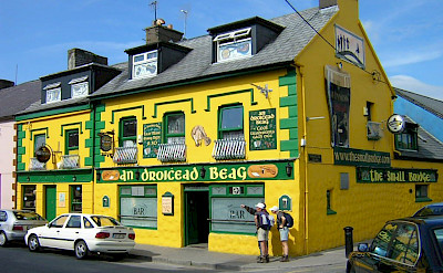 Yellow Irish Pub in Connemara, Ireland. Flickr:francois
