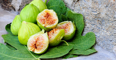 Green figs in Greece, so good! Flickr:Oleve Family Estate and Products
