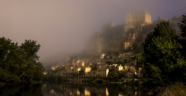 Fog in Beynac, France. Photo via Flickr:@lain G