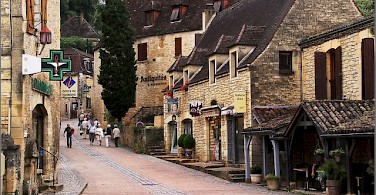 Visiting the towns of Beynac and Cazenac, Dordogne, France. Photo via Flickr:Ben Salter