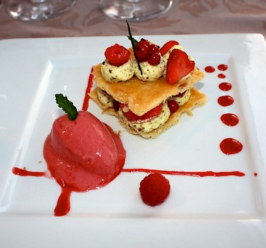 Dessert in the Dordogne to fuel those bike rides. Photo via Flickr:Ian Sommerville
