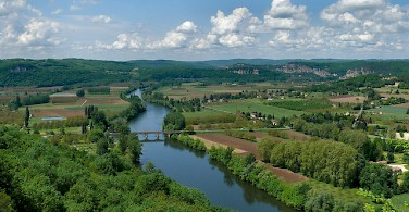Dordogne River valley as soon from Domme, France. Photo via Flickr:dynamosquito