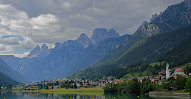 Gorgeous lakeside towns in Belluno, Italy. Photo via Flickr:Navin Rajagopalan