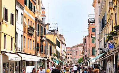 Shopping the streets of Venice, Veneto, Italy. Flickr:gnuckx