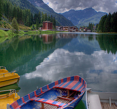 Lake Alleghe, Dolomiti Bellunesi National Park, Belluno, Veneto, Italy. Photo via Flickr:Roberto Ferrari