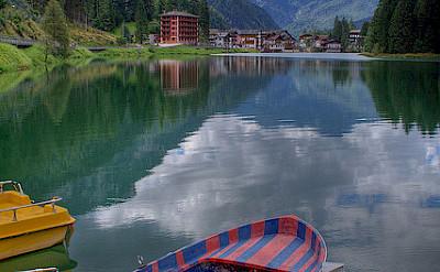 Lake Alleghe, Dolomiti Bellunesi National Park, Belluno, Veneto, Italy. Photo via Flickr:Roberto Ferrari