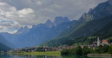 Gorgeous lakeside towns in Belluno, Italy. Photo via Flickr:Navin Rajagopalan
