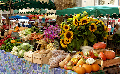 Market in Avignon, Provence, France. Flickr:Julian Fong