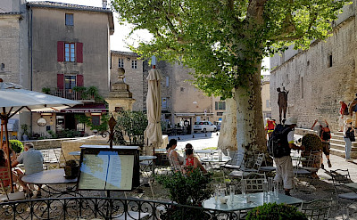 Cafe in Les-Baux-de-Provence, France. Flickr:Luca Disint