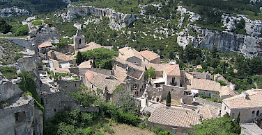 Cycle up to Les Baux de Provence and discover this amazing little town and old Fort - photo by Henri Bergius
