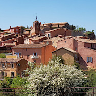 The famous red roofs in the Provence. Flickr:Luca Disint