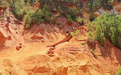 Roussillon's famous ochre quarries. Flickr:Aschaf