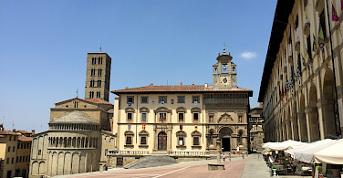 Piazza Grande in Arezzo, Italy. Photo via Wikimedia Commons:Andrewrabbott