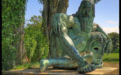 Statue of Leonardo da Vinci in Amboise, France. Flickr:@lain G