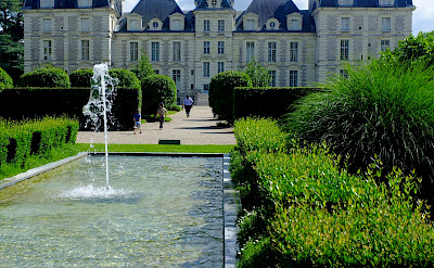 Château de Cheverny in the Classical style - among the Loire Valley chateaux. Flickr:Nabeel Hyatt