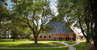 Traditional farm in IJlst, Friesland, the Netherlands. Photo via Flickr:Branchevereniging Nederlandse Architectenbureau