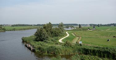 Quiet country bike paths in IJlst, Friesland, the Netherlands. Photo via Flickr:dassel