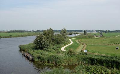 Quiet country bike paths in IJlst, Friesland, the Netherlands. Flickr:dassel