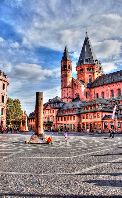 Cathedral or <i>Dom</i> in Mainz, Germany. Photo via Flickr:heribertpohl
