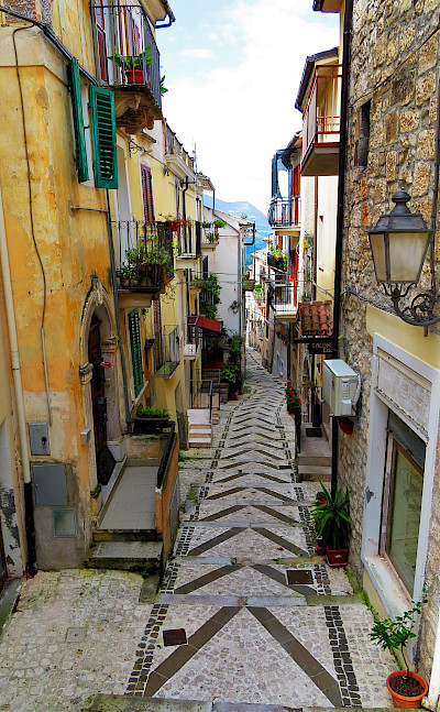 Narrow alleyways in Caramanico Terme, Abruzzo, Italy. Flickr:Gianfranco Vitolo