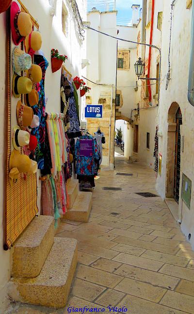 More shopping in Ostuni, Puglia, Italy. Flickr:Gianfranco Vitolo
