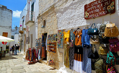 Shopping in Ostuni, Puglia, Italy. Flickr:Gianfranco Vitolo