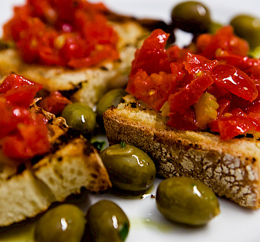 <i>Pane e Pomodori</i> in Puglia, Italy. Photo via Flickr:Caspar Diederik