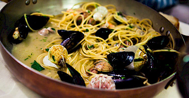 <i>Saltata di Cozze</i> in Puglia, Italy. Photo via Flickr:Caspar Diederik