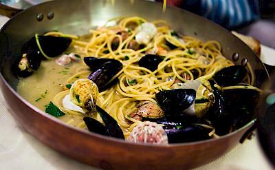 <i>Saltata di Cozze</i> in Puglia, Italy. Flickr:Caspar Diederik