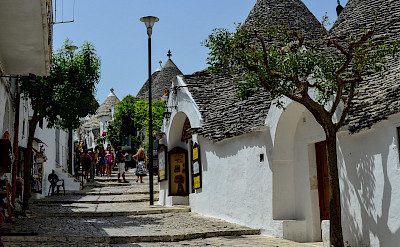 Trulli shops in Alberobello, Puglia, Italy. Flickr:Michele Vangelista