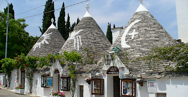 Trulli shops in Alberobello, Apulia, Italy. Photo via Flickr:Laurent