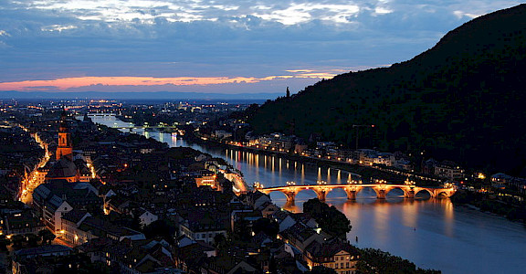 Gorgeous Heidelberg at night. Photo via Wikimedia Commons:Godoi