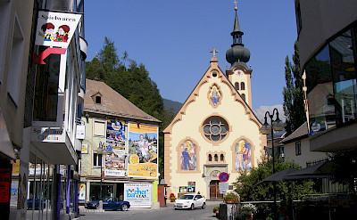 Johanneskirche in Imst, Austria. Wikimedia Commons:Les Ailes du Desir