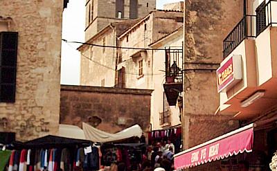 Market in Sineu, Mallorca, Spain. CC:Miquel Puiggròs Noguera